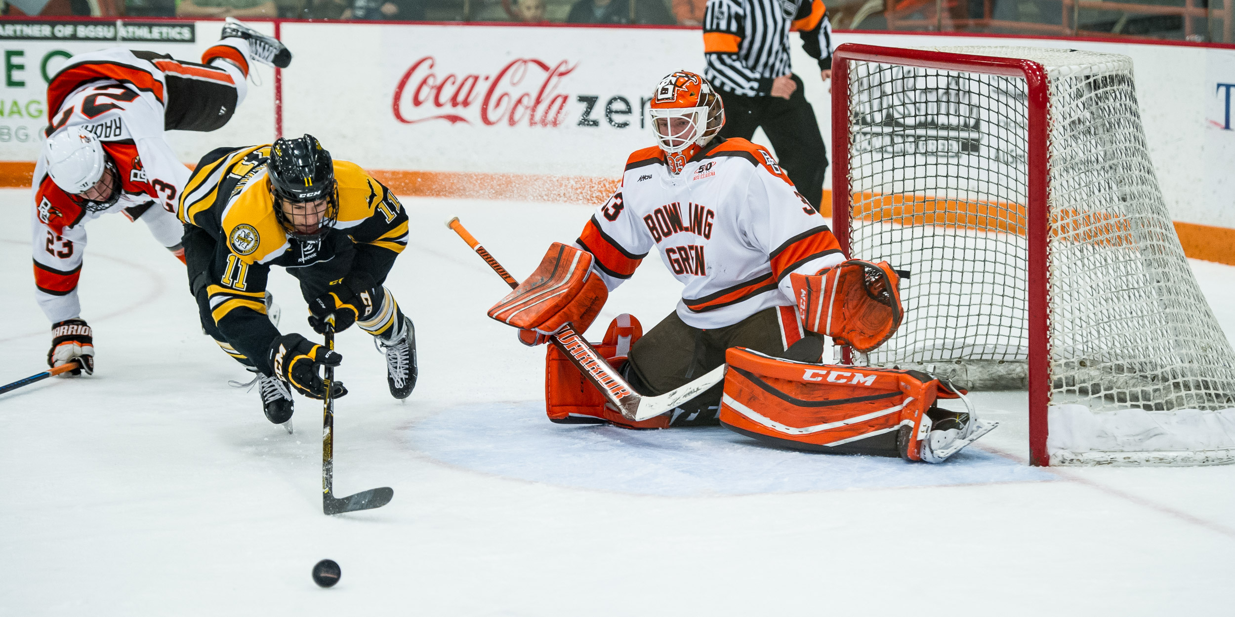 Shorthanded goal late dooms Falcons in 3-1 loss to MTU